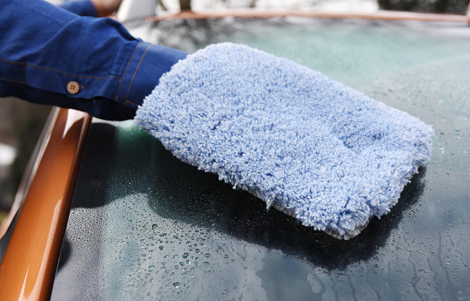 Das gesamte Auto in einem Gang waschen - möglich mit dem Waschhandschuh